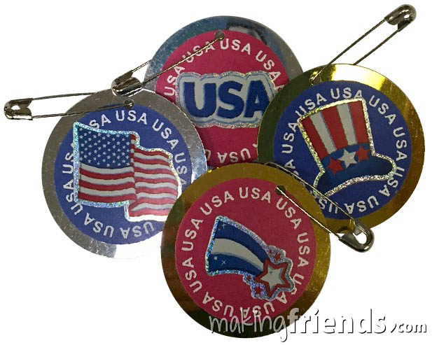 Patriotic Friendship Swap Kit from MakingFriends®.com. Give these to Veterans or to those still serving our country or swap them with other troops to show you honor our military. No scissors or glue needed. Kit makes 30 and is available at MakingFriends®.com. #makingfriends #friendshipswaps #girlscouts #scouts #juliettescouts via @gsleader411