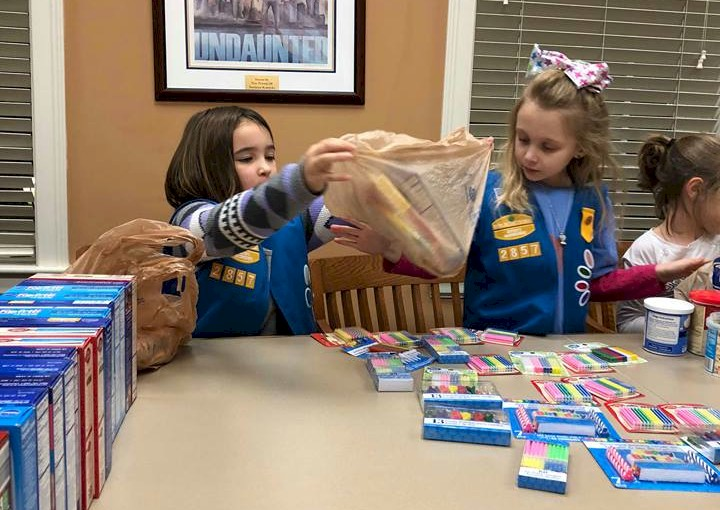 Daisy Girl Scouts make Birthday Bags