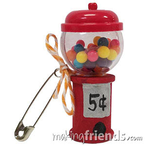 OMG. Not only are these the cutest crafts for swapping you will ever see, they are just the right size for your American Girl Doll. #makingfriends #swaps #gsswaps #friendshipswaps #swapkits #bubblegum #bubblegumswapkit via @gsleader411